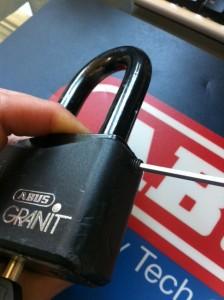 ABUS Granit Screw Removal