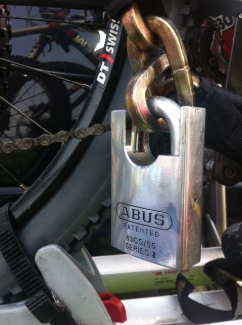 Closed Shackle Padlock and Chain
